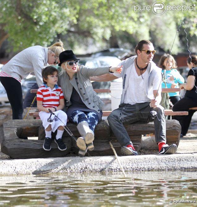 Гевин Россдейл и Гвен Стефани на рыбалке с детьми 1