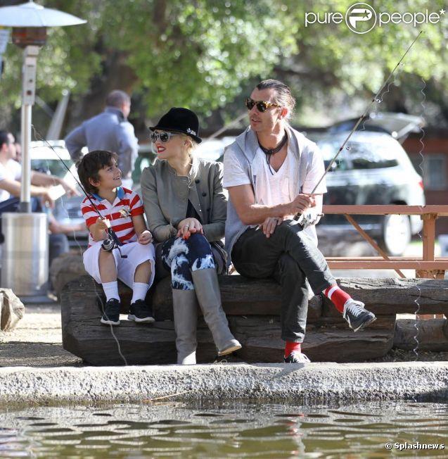 Гевин Россдейл и Гвен Стефани на рыбалке с детьми 2